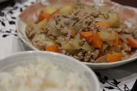【料理】野菜も柔らかく!ひき肉の肉じゃが【郷愁編】