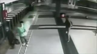 【衝撃映像】世界の鉄道事故動画集【注意】