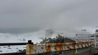 台風19号接近!波がすごい!!伊豆大島