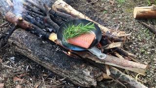 焚き火料理は難しい、トラウトサーモン焦がす。No.1