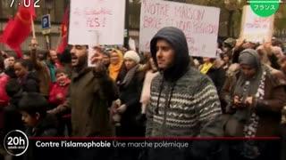 仏パリでイスラム教徒の排斥に反対を訴えてムスリムがデモ