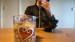 自分を大蛇丸と信じて止まない一般男性が、ツミレ汁と麦茶で優勝する動画です。