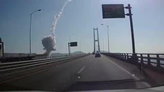 韓国の製鉄会社ポスコ光陽製鉄所が爆発...車載カメラの爆発瞬間映像w