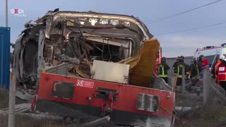 イタリアのミラノ近郊で高速列車が脱線し2人死亡30人負傷する事故発生