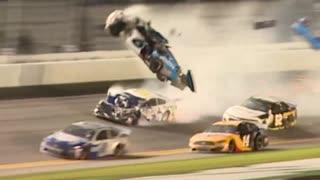 デイトナ500の最終ラップでライアン・ニューマンが壮絶なクラッシュ!