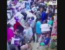 オーストラリアのトイレットペーパー争奪映像が凄いw