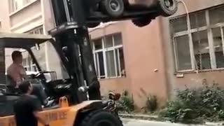 ホモと見る中国の超絶フォークリフトテクニック