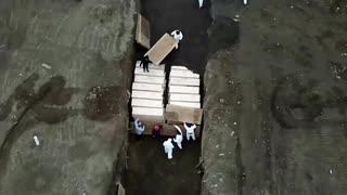 遺体が多過ぎて埋葬場所に困ったNY州...囚