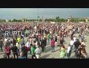 ドイツのベルリンで10日に行われたロックダウン反対集会の様子とその報道