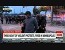 ミネアポリスから生中継中にCNNの黒人記者とクルーが警察に逮捕される