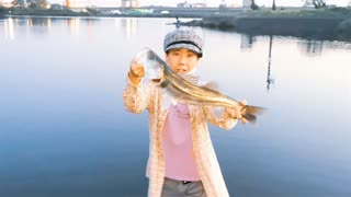 【釣り・Fishing】荒川でシーバスとハクレン(レンギョ)を釣る!@荒川温泉・温排水にて中秋の名月を見つつ【VLOG・P30 Pro】