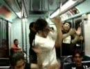 電車内でヲタ芸を打つメキシコ人